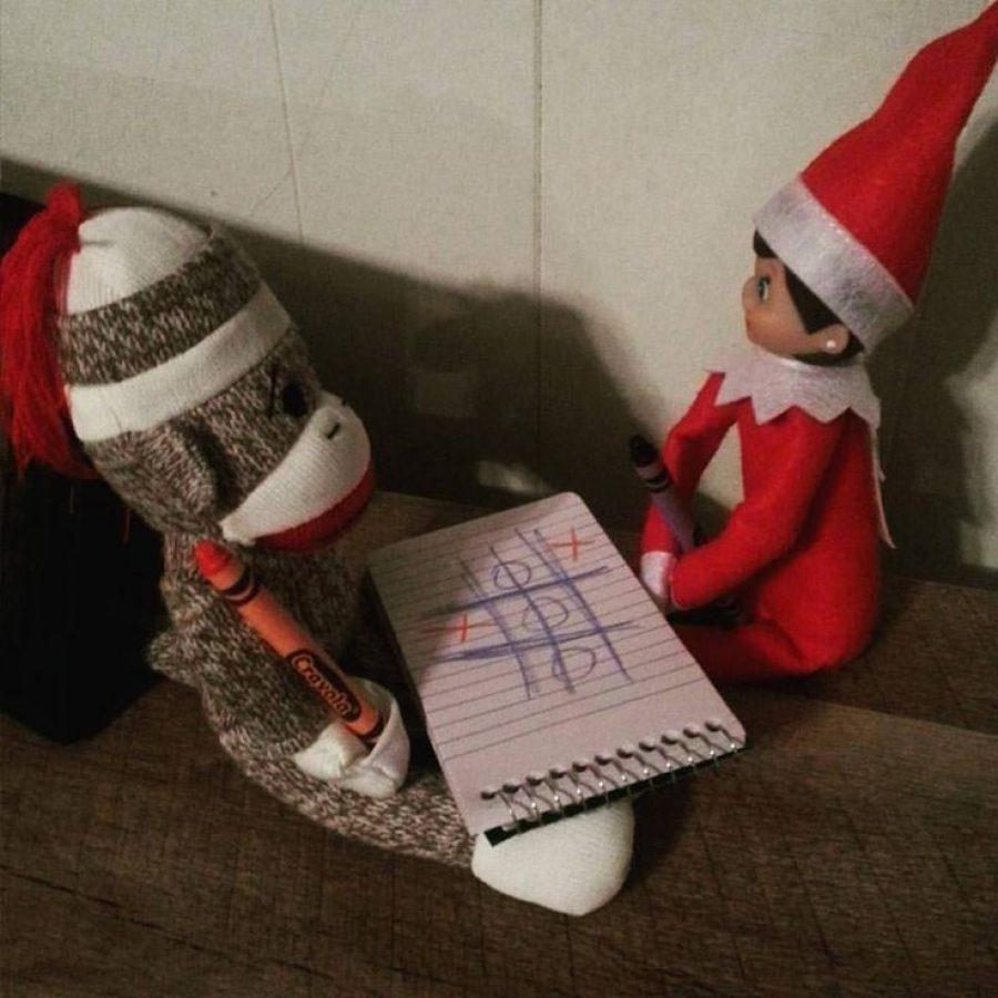 Elf on the Shelf y sus mejores travesuras con juguetes.