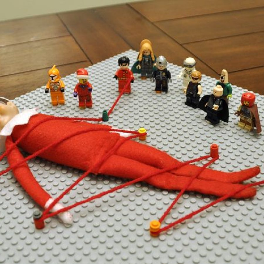 The Elf on the Shelf atrapado por Lego, Navidad.