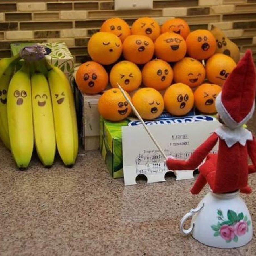 Elf on the Shelf y sus mejores travesuras. en la cocina