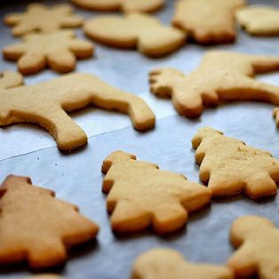 Galletas de jengibre sin adornar para Navidad