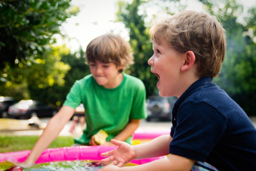 Niños jugando con su Au Pair