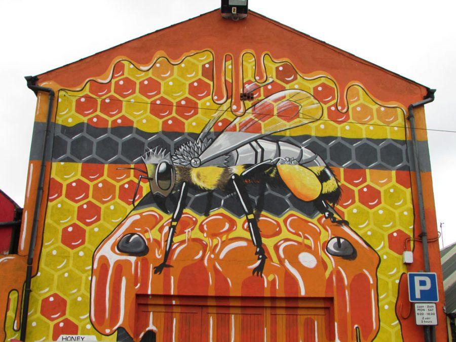 Mural en Killorglin de abeja